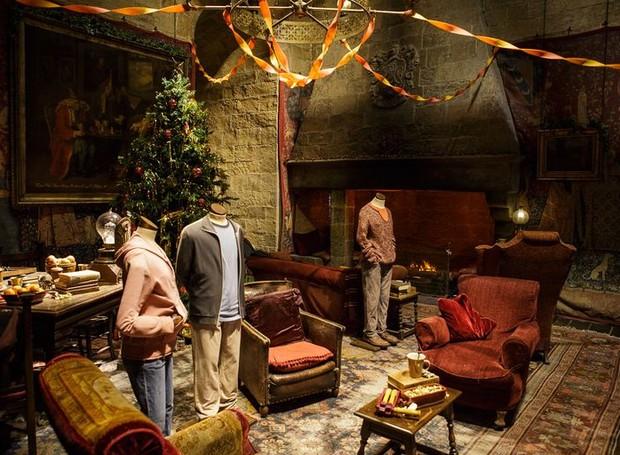 O estúdio inteiro ficará decorado no clima natalino entre os dias 17 de novembro e 27 de janeiro (Foto: Warner Bros./ Reprodução)