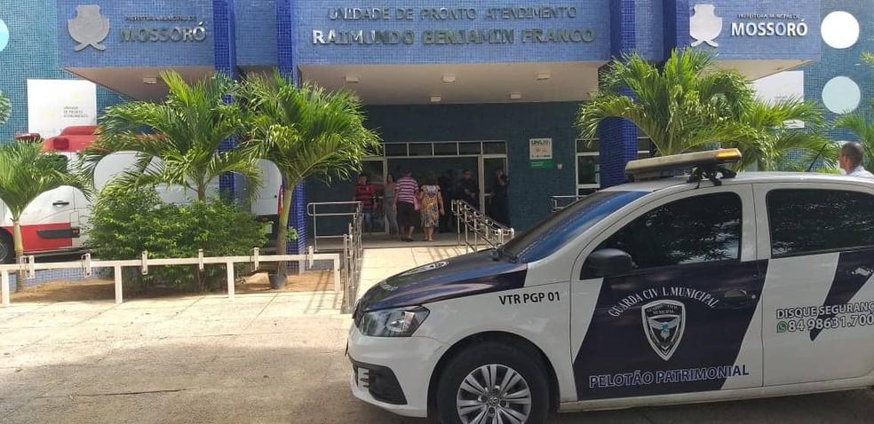 Homem é executado e criança de 2 anos atingida por tiro em Mossoró e foram levadas para a UPA do bairro Belo Horizonte — Foto: passando na Hora