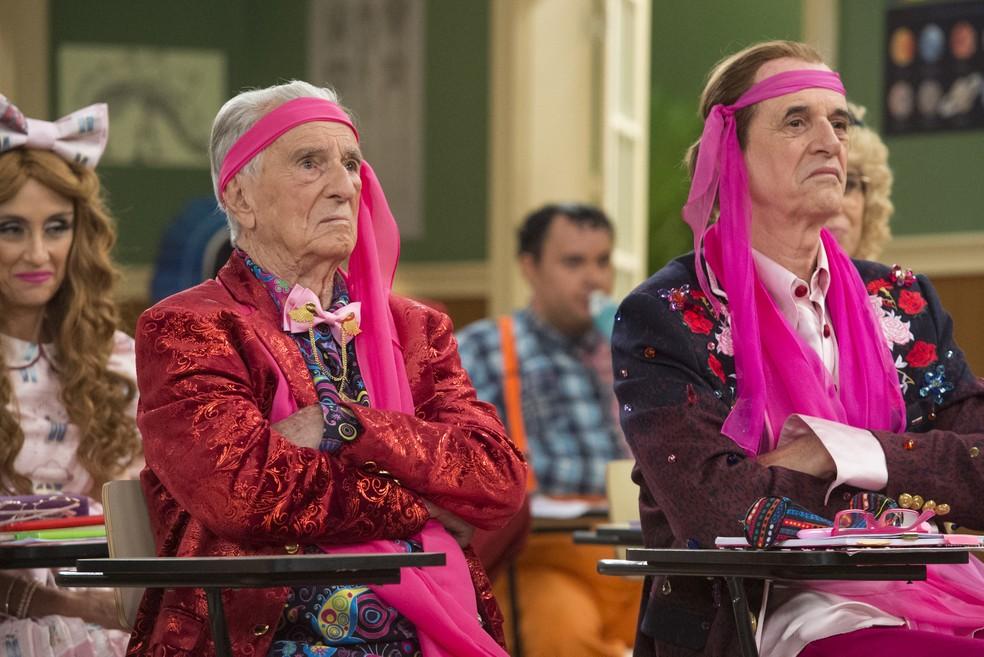 Orlando e Caruso em cena como Seu Peru — Foto: Globo/ Estevam Avellar