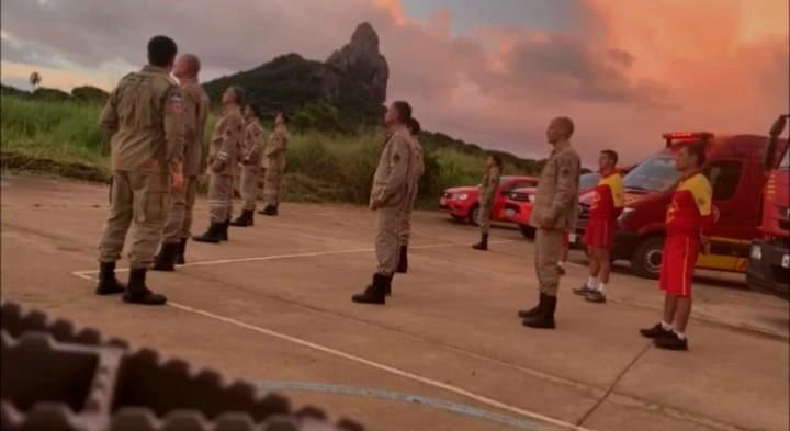Bombeiros de Noronha prestam homenagem a sargento que morreu com suspeita da Covid-19