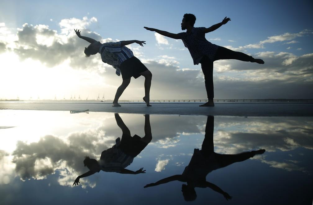 Luyd de Souza Carvalho e Marllon Araújo foram selecionados entre quase dois mil candidatos e conquistaram duas vagas em uma escola internacional de dança na Bélgica — Foto: Marcos Serra Lima/G1