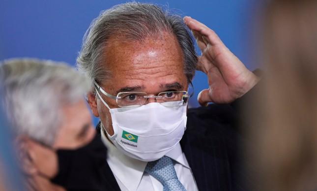 Paulo Guedes coça a cabeça