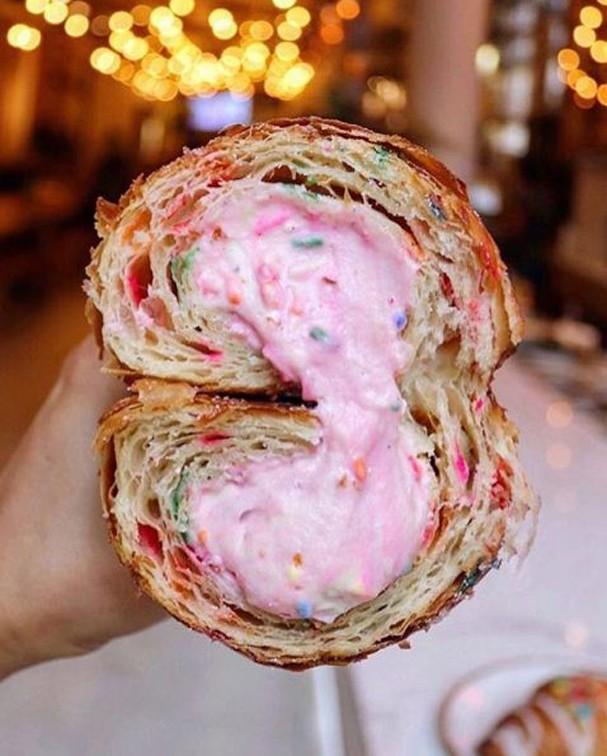 O croissant colorido é a nova onda no Instagram (Foto: Reprodução Instagram)