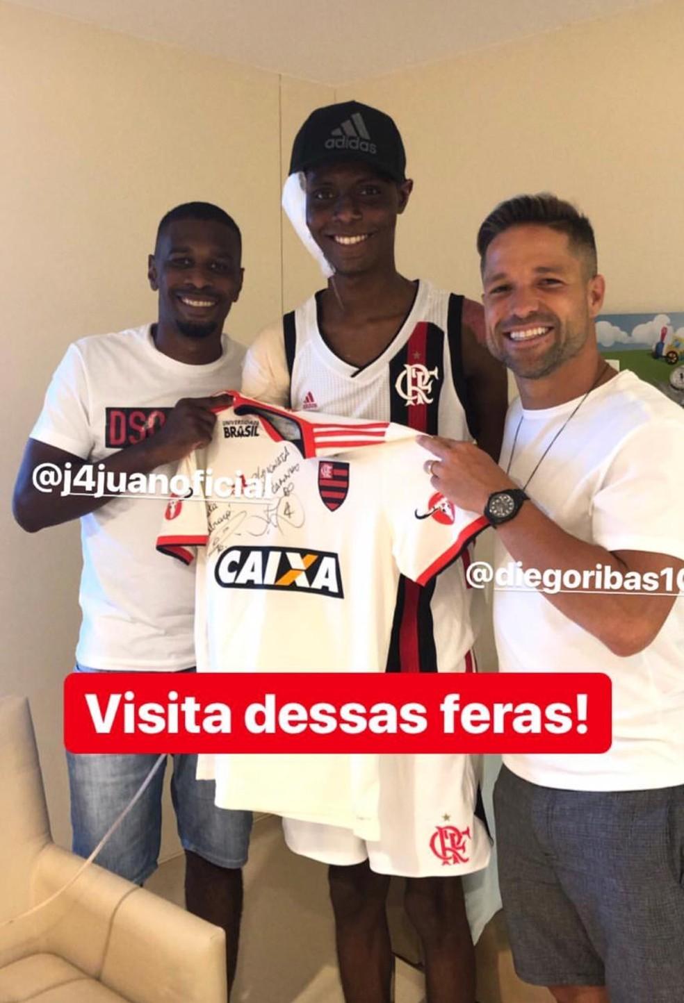 Jhonata Ventura postou foto ao lado de Juan e Diego nas redes sociais — Foto: Reprodução / Instagram