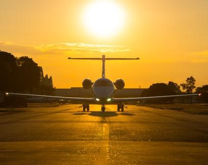 Empresa de aviação executiva aposta em jato que pousa em pista de terra para conquistar clientes no agro