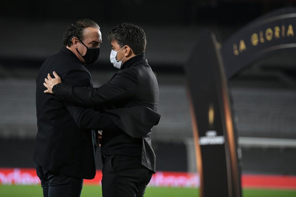 Cuca e Gallardo, técnicos campeões da Libertadores — Foto: Conmebol