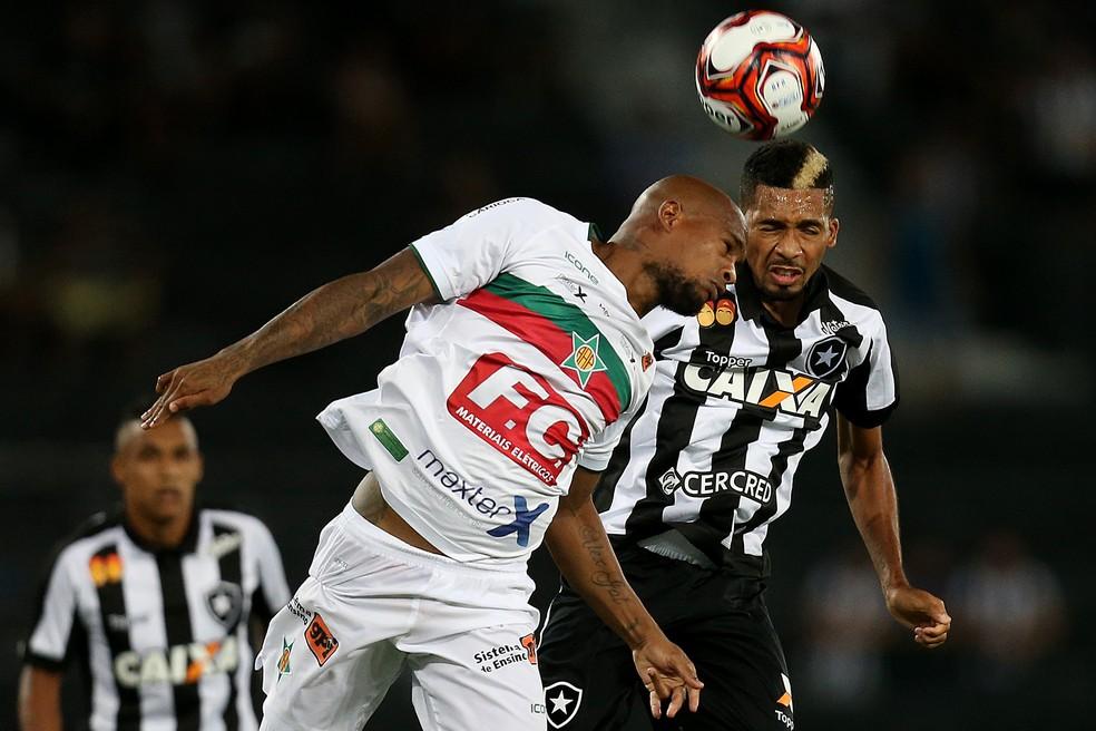 Bola aérea voltou a assombrar: quatro gols em seis jogos (Foto: Vitor Silva/SSPress/Botafogo)