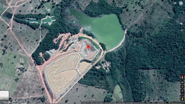 Barragem TB01, em Nossa Senhora do Livramento (MT), antes de romper (Foto: Reprodução/Google Maps)