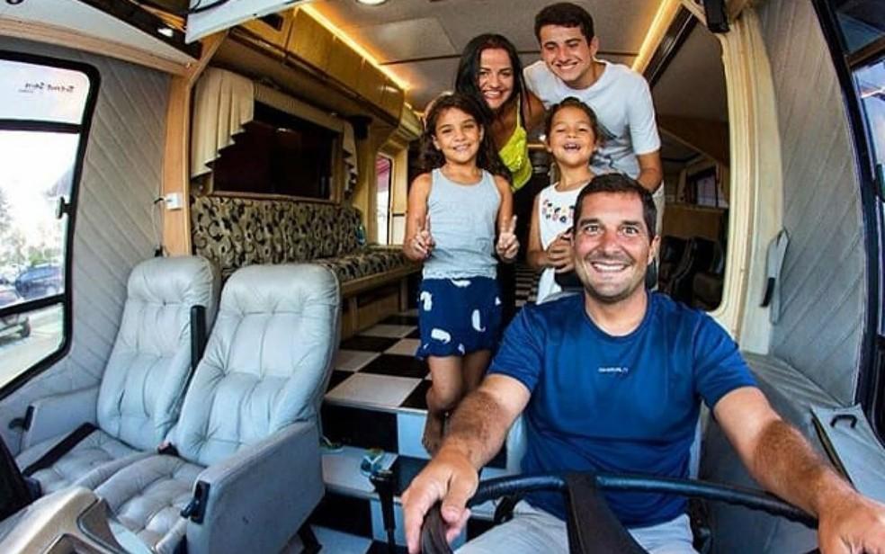 Rodrigo Nunes, Andreia Razze e os três filhos trocaram a casa por um motorhome (Foto: Rodrigo Nunes/Arquivo pessoal)