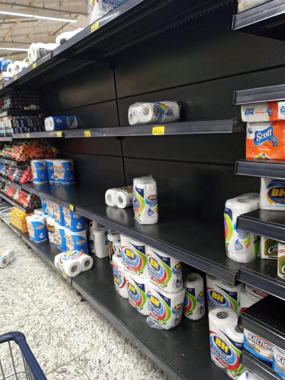 Prateleira de papel higiênico em supermercado no bairro Enseada das Garças, na Pampulha, em Belo Horizonte — Foto: Barbara Milonas/Arquivo pessoal
