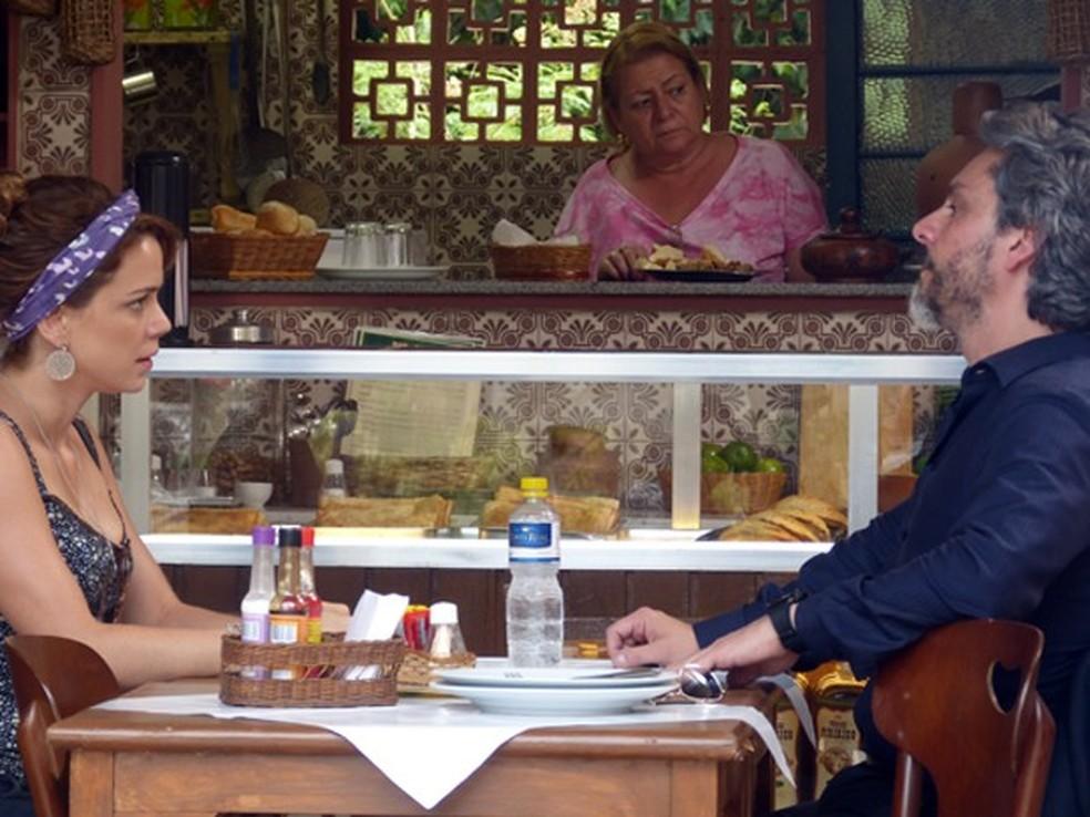 José Alfredo (Alexandre Nero) cobra explicação de Cristina (Leandra Leal) sobre exame de DNA - 'Império' — Foto: Globo