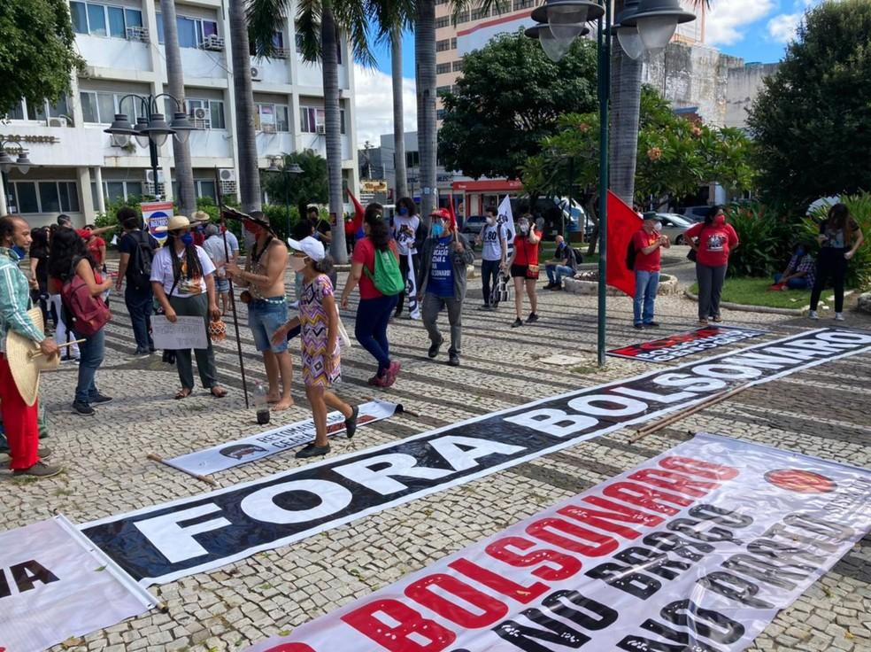 Protesto em Juazeiro do Norte, na Praça da Prefeitura, na manhã desta sábado (3) — Foto: Arquivo Pessoal