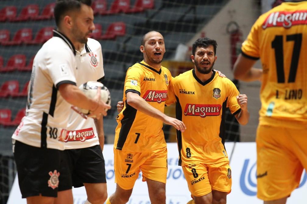 Corinthians x Sorocaba; 1ª rodada da LNF; Danilo Baron e Gleidson — Foto: Guilherme Mansueto/Magnus Futsal