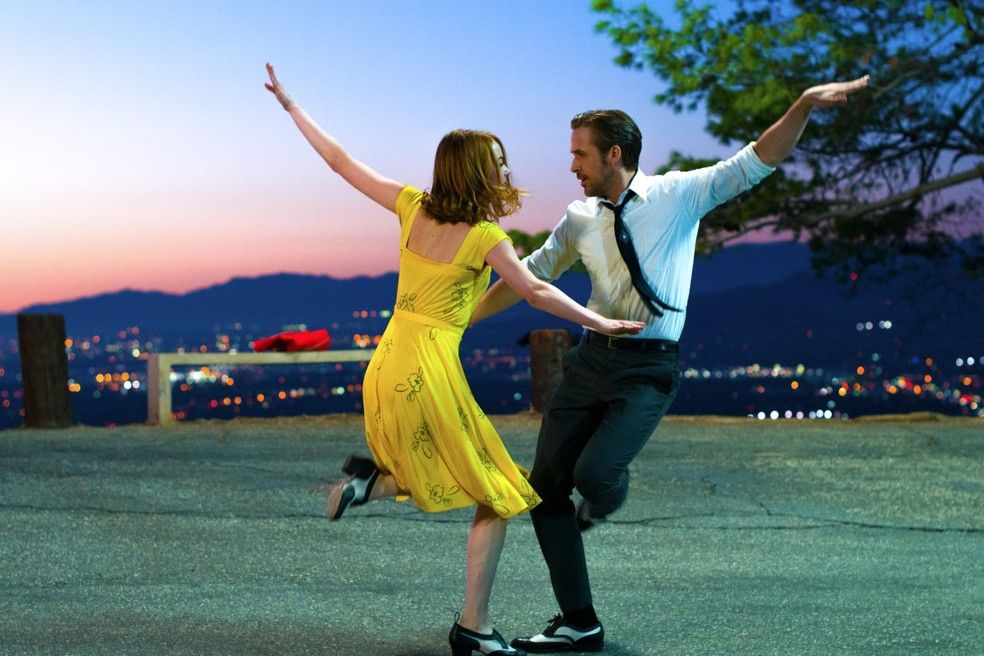 Ryan Gosling e Emma Stone em cena de 'La La Land' — Foto: Divulgação