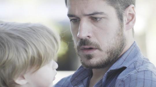 Zeca descobre que é pai de Ruyzinho e web vibra