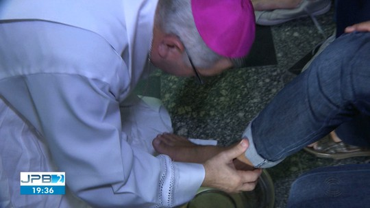 Católicos participam de missa de lava-pés em Campina Grande