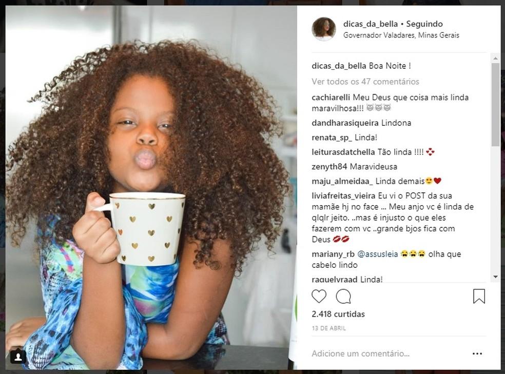 Em perfil nas redes sociais, Izabella Fernandes sempre exibiu os cachos com orgulho (Foto: Reprodução/Instagram/Dicas da Bella)