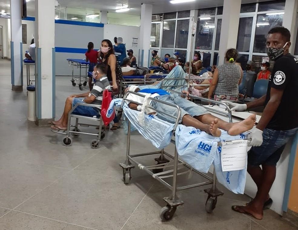 Na noite de sábado (16), a recepção do Hospital Geral do Estado (HGE), em Maceió, estava lotada de pacientes com suspeita de Covid-19 e acompanhantes — Foto: Arquivo pessoal
