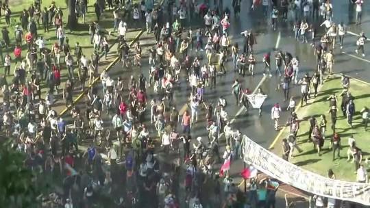 Protestos tomam ruas do Chile, Líbano, Hong Kong e Espanha