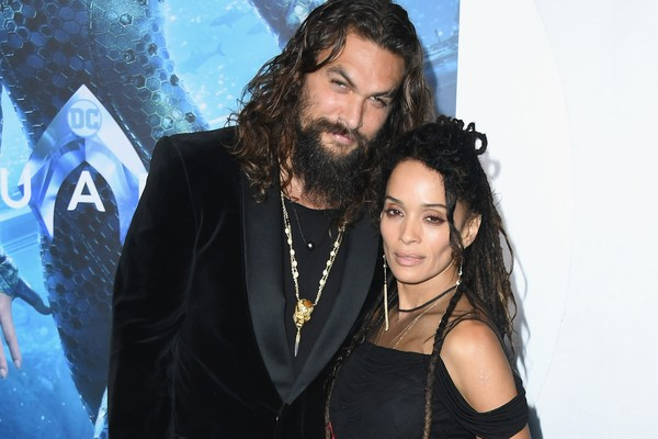 O ator Jason Momoa com a esposa Lisa Bonet no lançamento de Aquaman (Foto: Getty Images)