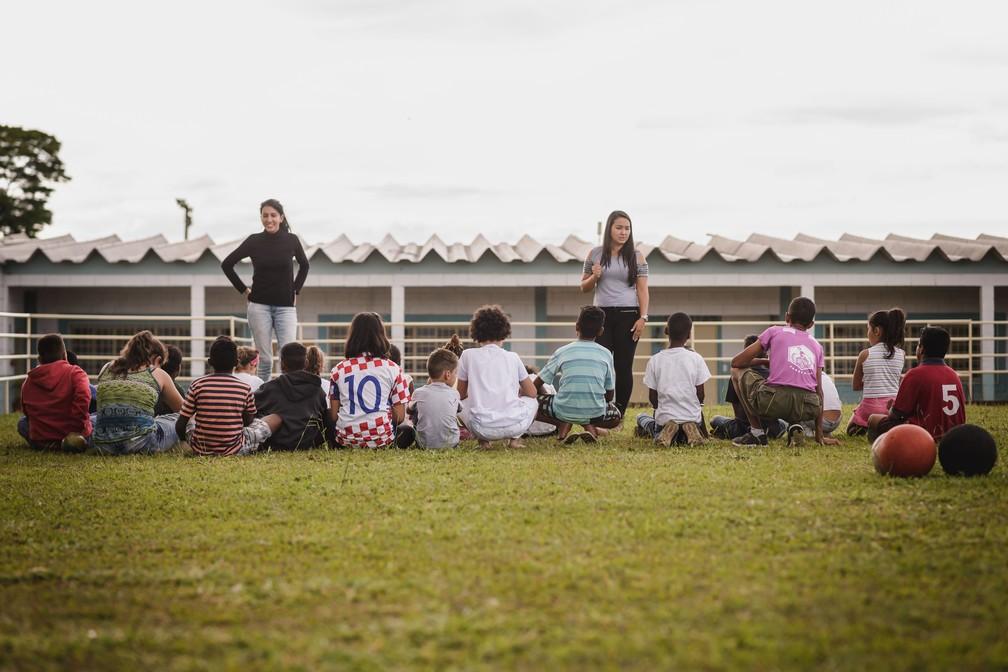 Alunos na Escola Madre Teresá de Calcutá, ligada ao Instituto de Medicina do Além, em Franca (SP) (Foto: Igor do Vale/G1)