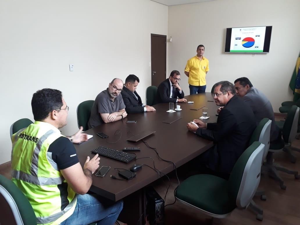 Vereadores se reúnem com Câmara Técnica para discutir aumento na tarifa de ônibus em Rio Branco