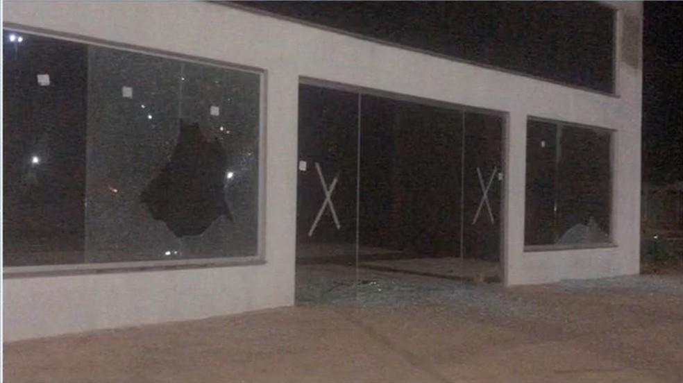Catorze empresas têm vidraças atingidas com armas de pressão em atos de vandalismo em Sinop (MT) — Foto: TV Centro América