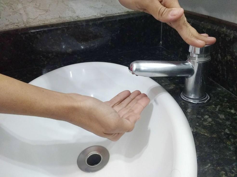 -  Falta água torneira seca racionamento  Foto: Vanessa Pires/G1
