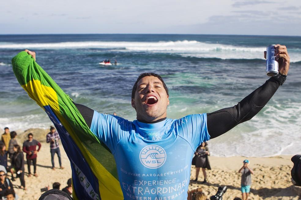 Mineirinho foi o único brasileiro campeão em Margaret River, desde que a etapa entrou para a elite em 2014 — Foto: WSL