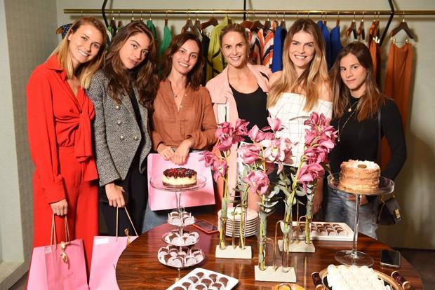 Babi Beluco celebra chá de lingerie com Renata Kuerten e amigas (Foto: Divulgação)