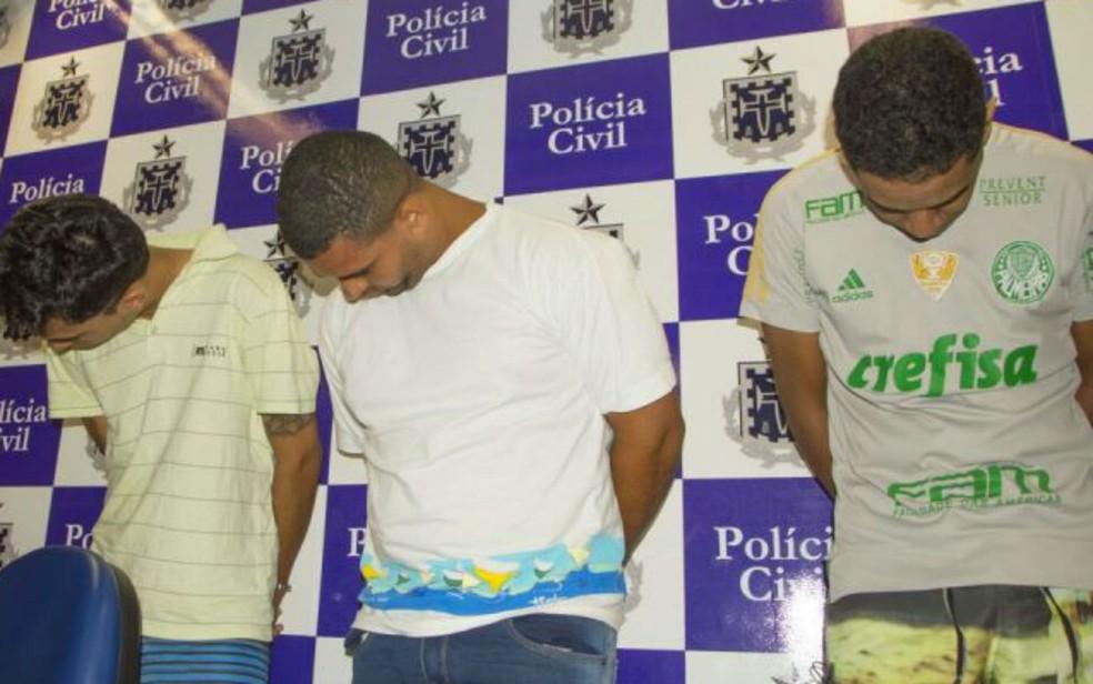 Três dos suspeitos de serem os executores do crime na cidade de Feira de Santana. — Foto: Ed Santos/Site Acorda Cidade