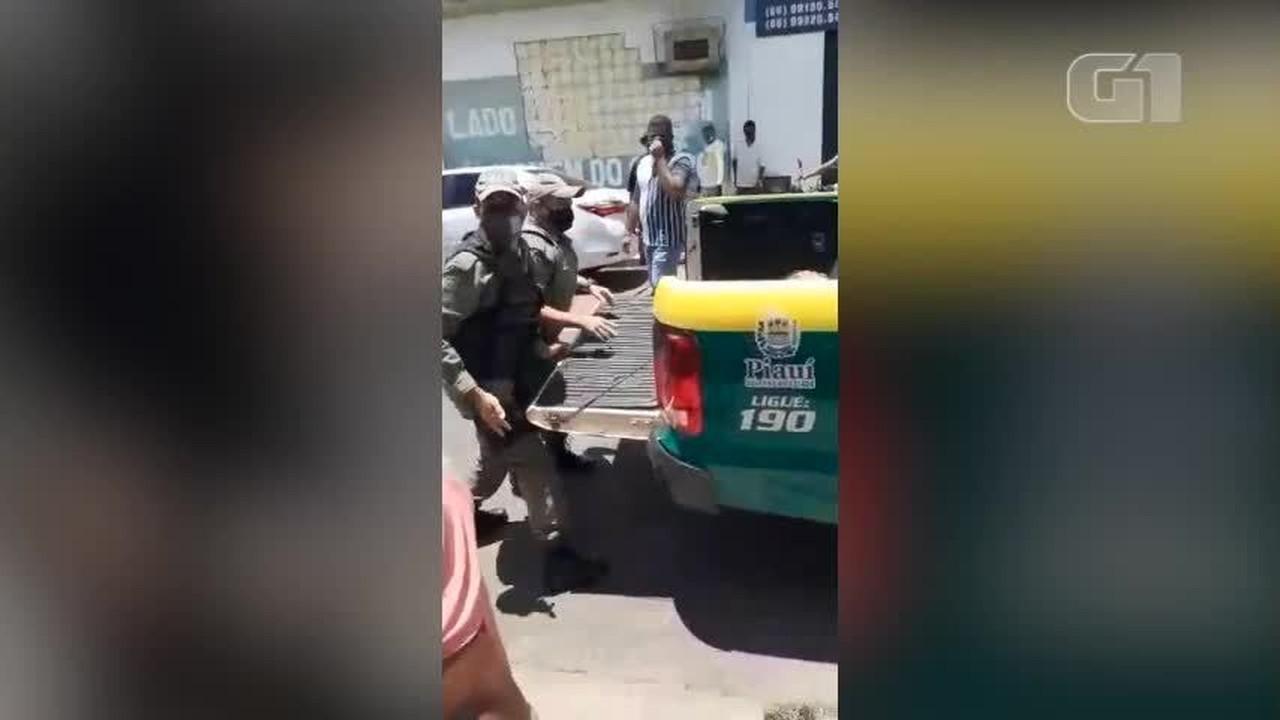Suspeito de roubo é arremessado em viatura em Campo Maior