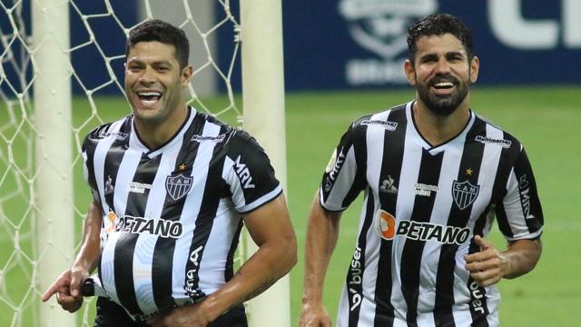 Hulk e Diego Costa comemoram segundo gol do Atlético-MG diante do Sport