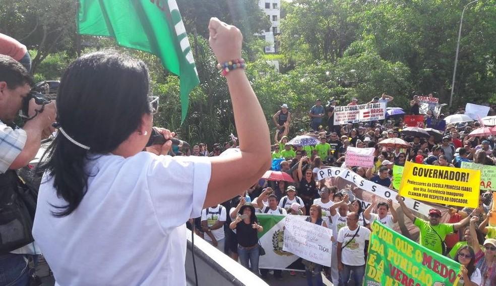 Protesto de professores em Manaus (Foto: Indiara Bessa/G1 AM)