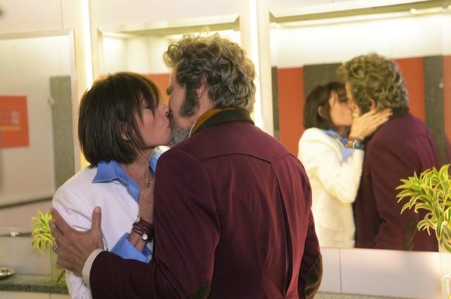Christiane Torloni e Edson Celulari gravam 'O tempo não para' (Foto: Rede Globo / Estevam Avellar)