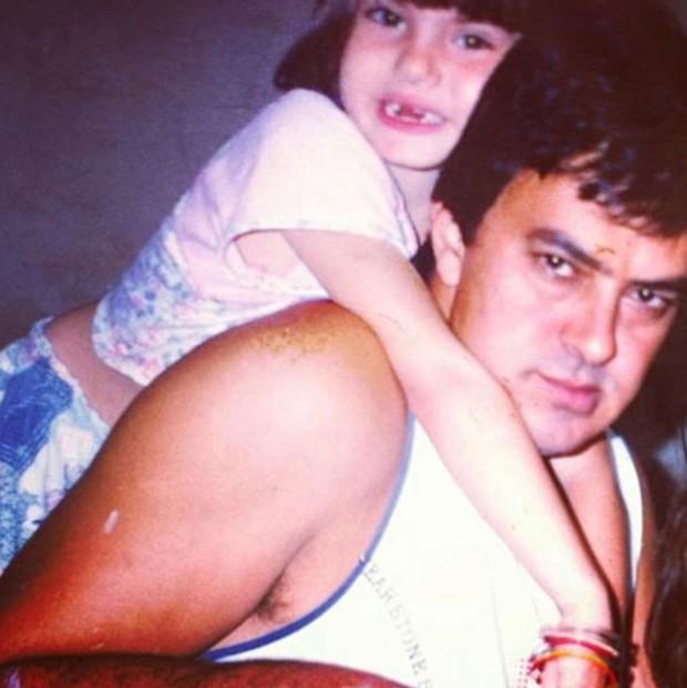 Camila Queiroz e o pai, Sergio Queiroz (Foto: Reprodução / Instagram)