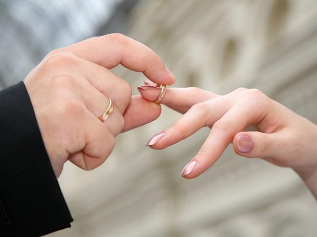 Prefeitura de Matinhos oferece 400 vagas para casamento coletivo  - Notícias - Plantão Diário