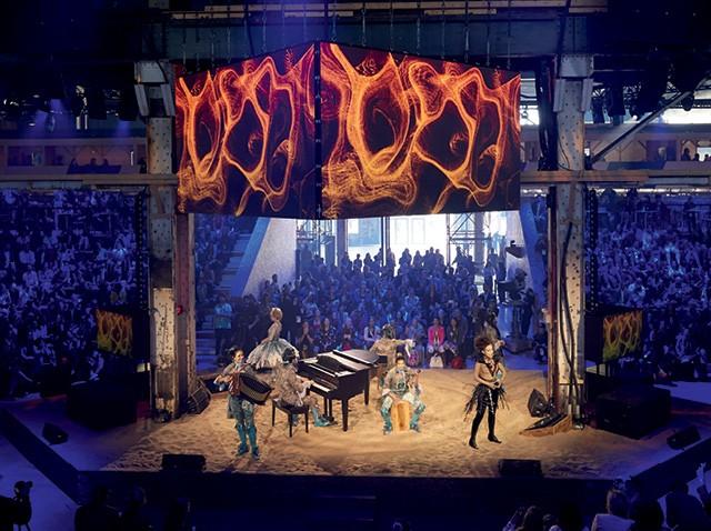 Festival C2  -Abertura com a presença dos artistas  do Cirque du Soleil encantou o público vindo de 60 países   (Foto: Divulgação / Jimmy_Hamelin)