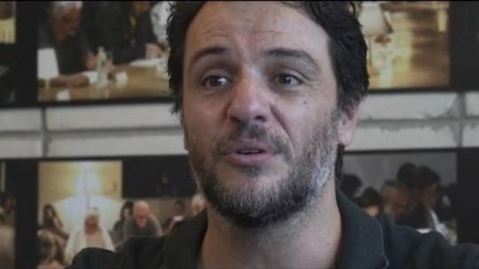 'Barril de pólvora com pavio aceso', diz Rodrigo Lombardi sobre longa da série 'Carcereiros'
