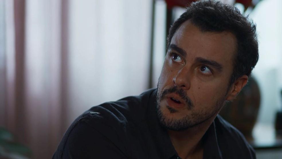 Joaquim (Joaquim Lopes) fica chocado com declaração de Cida — Foto: Globo