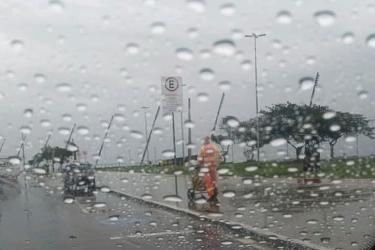 Chuva deixa milhares de clientes sem luz na Região Metropolitana de Porto Alegre