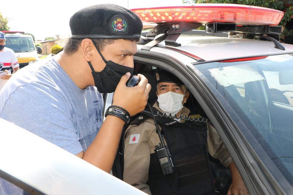 Policia Militar de Uberaba realiza surpresa no aniversário de 22 anos de um jovem da cidade que sonha em ser policial — Foto: Polícia Militar/ Divulgação