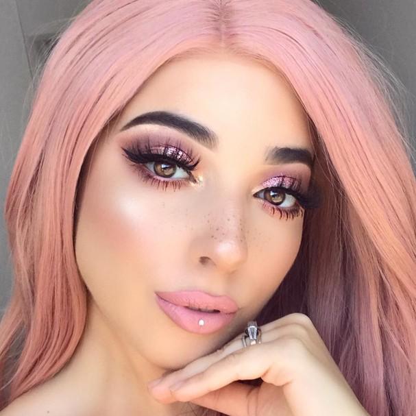Piercings fake com cristais (Foto: Reprodução Instagram)