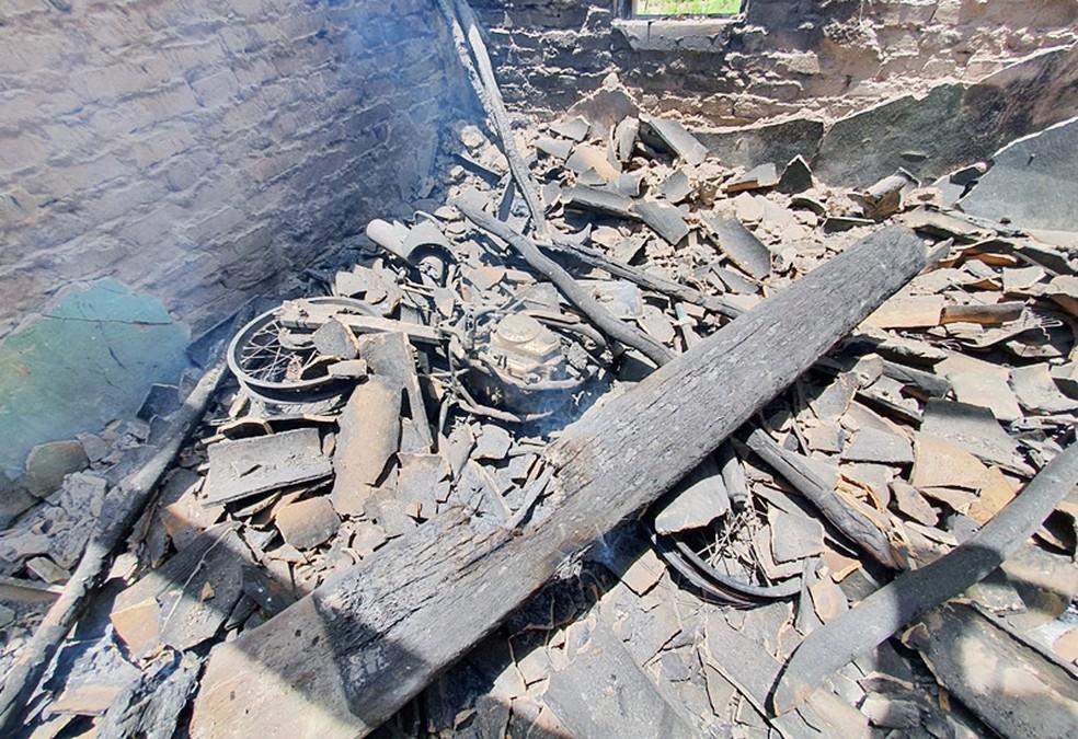Moto incendiada em Jaicós — Foto: Danilo Bezerra/Cidades na Net