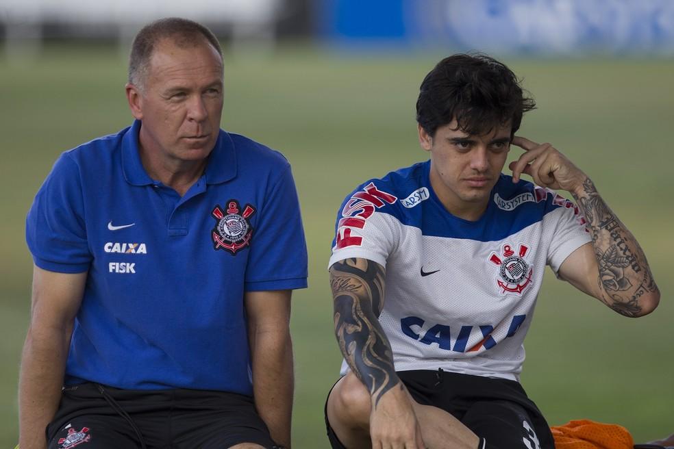 Mano Menezes ao lado de Fagner, em 2014, pelo Corinthians — Foto: Daniel Augusto Jr/Ag.Corinthians
