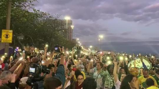 Manifestantes fazem ato em Ipanema a favor da preservação da Amazônia