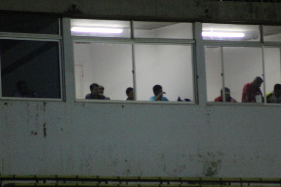 Danilo Queiroz assistiu ao jogo das cabines (Foto: Wenner Tito/GloboEsporte.com)