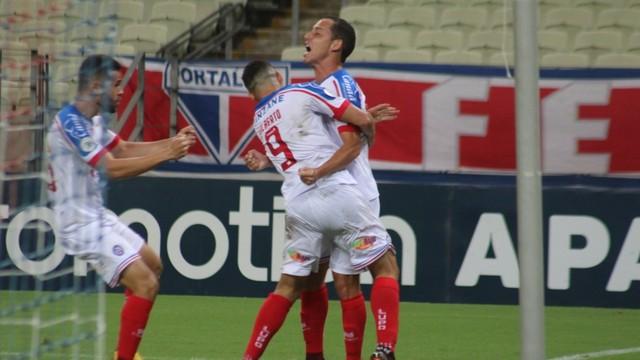 Rodriguinho comemora gol do Bahia contra o Fortaleza