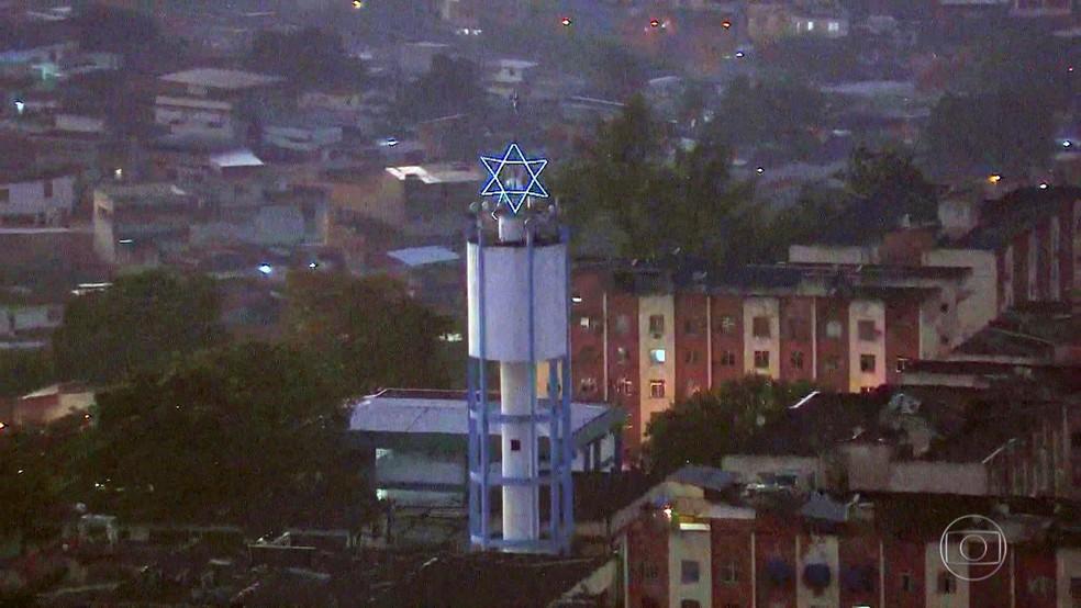 No alto da Cidade Alta, na Zona Norte do Rio, os criminosos colocaram uma estrela de Davi — Foto: Reprodução