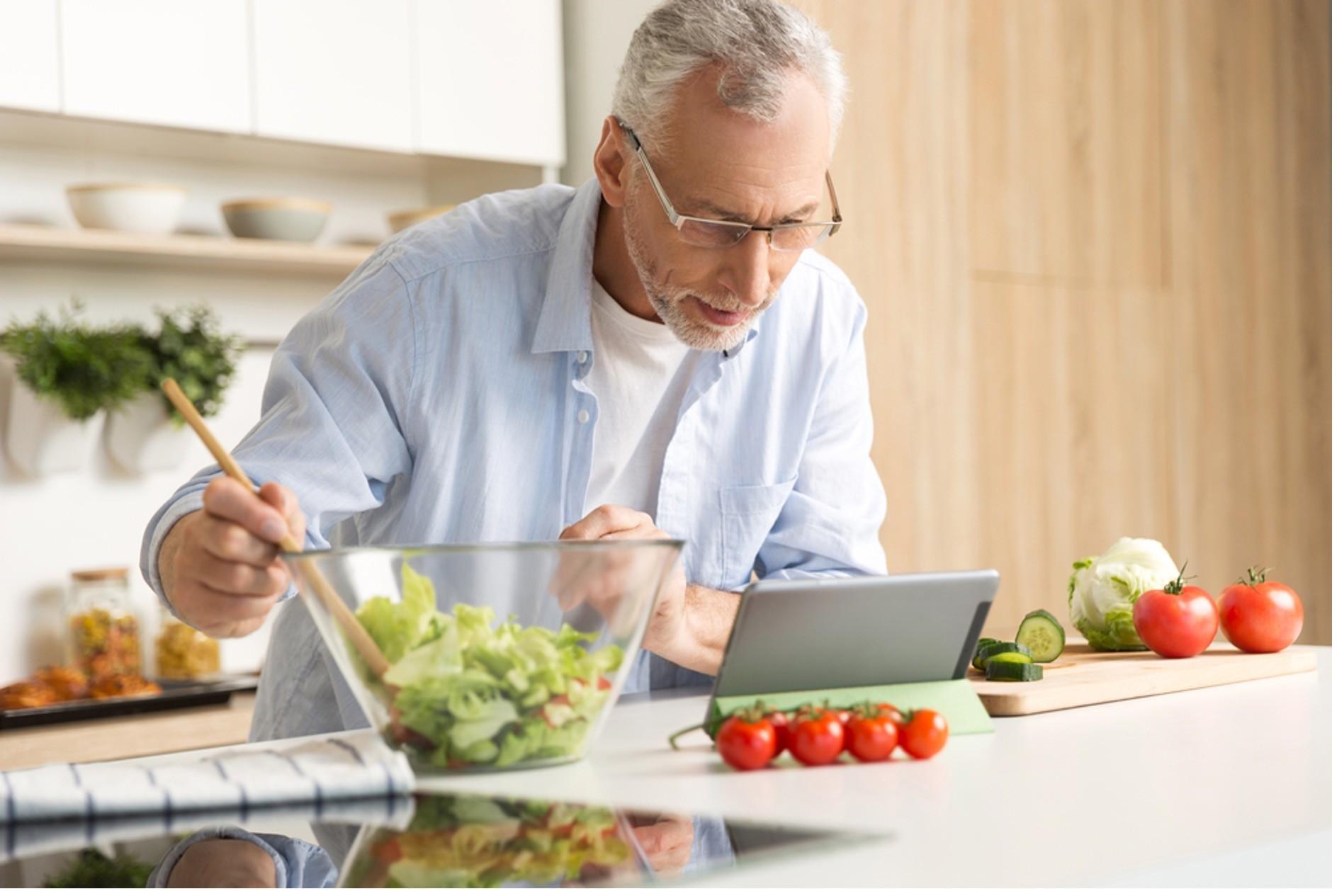 Não gosta de cozinhar? Conheça os benefícios de preparar suas refeições e veja dicas para começar